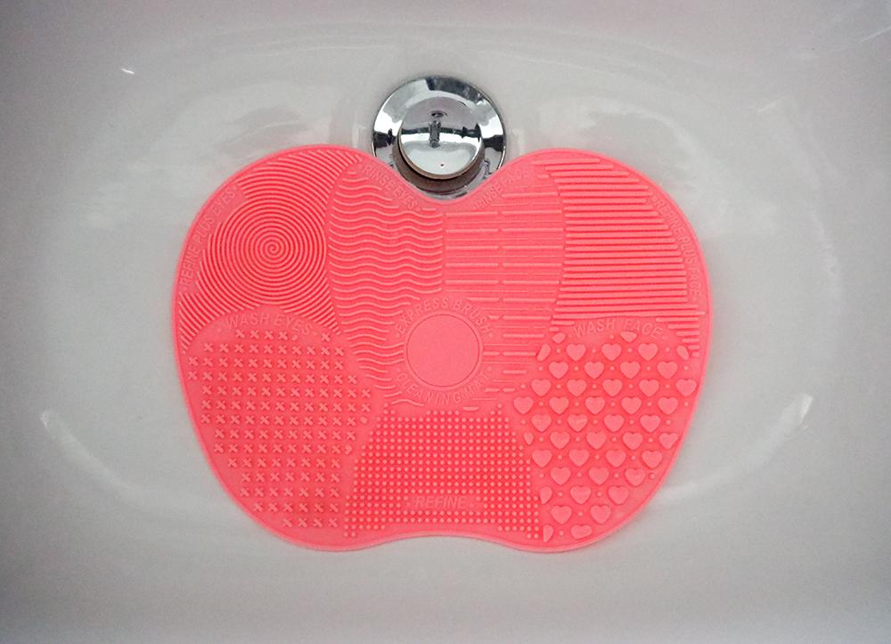 Makeup brush cleaning mat image