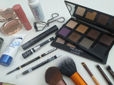 Makeup products for dry skin image