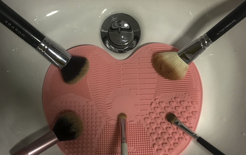 Makeup brush cleaning mat image
