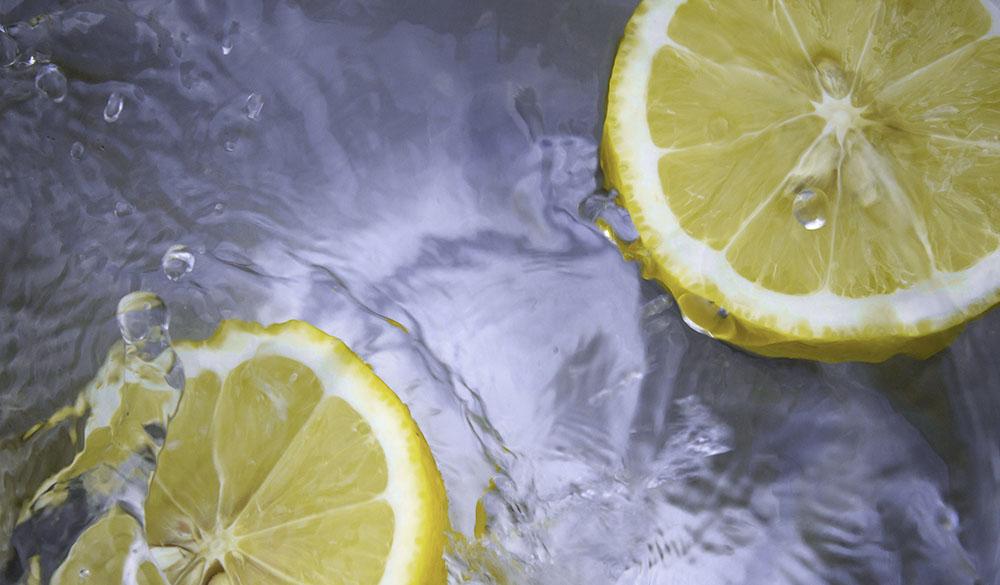 lemons in water image