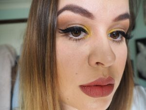 Kylie Jenner yellow eyeshadow makeup look recreation image