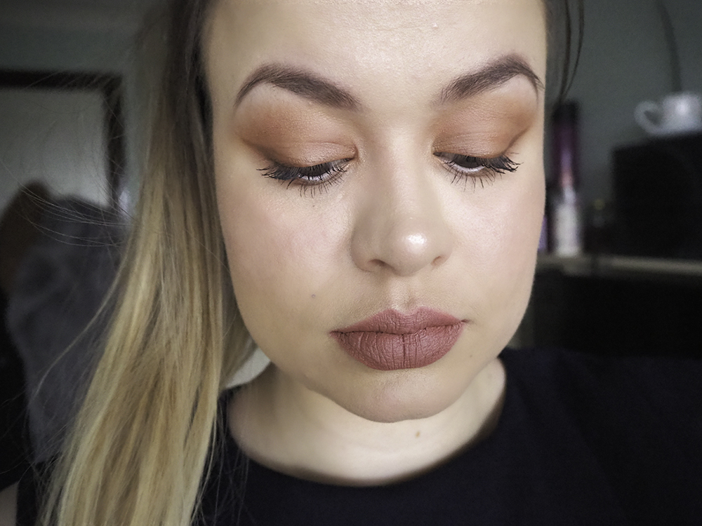 Charlotte Tilbury Pillow Talk palette look
