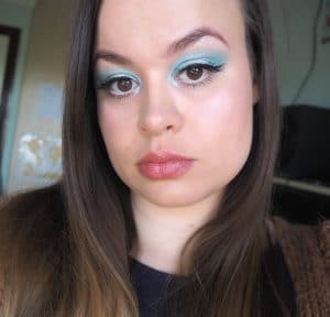 Mint blue eye makeup image