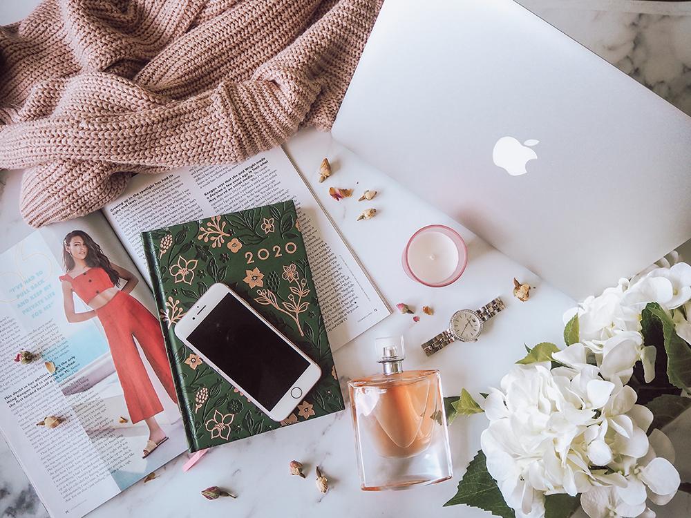 Blogging flatlay image
