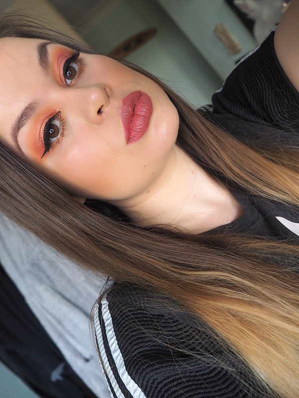 Huda Beauty Coral Obsessions Palette makeup look image