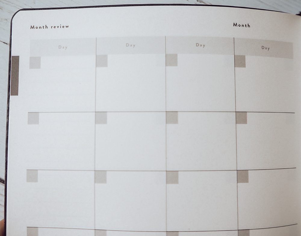 Mål Paper month review section image