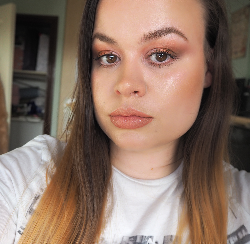Dewy makeup look image